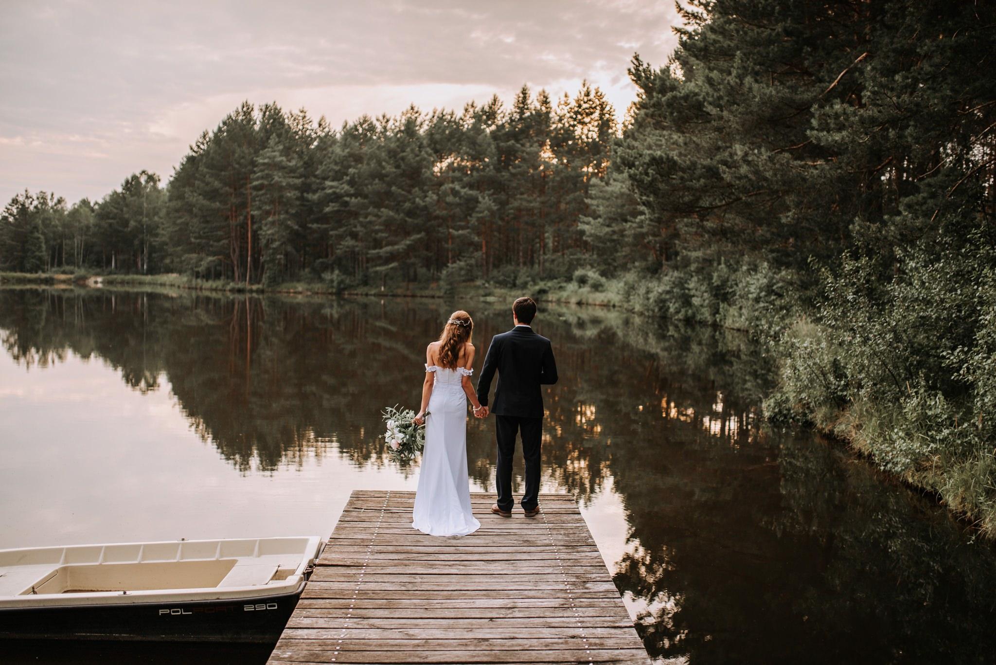 sesja ślubna para młoda jezioro molo kielce fotograf kielce magia